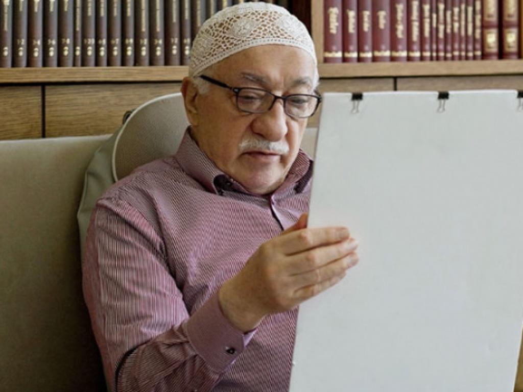 Fethullah Gülen Hocaefendi'nin birinci gündemi nedir?