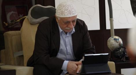 Hocaefendi, Erzurum'daki ablasıyla internet üzerinden bayramlaştı